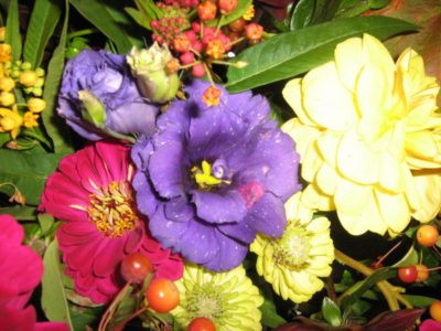 998Fall bouquets & fun in the Flower Barn